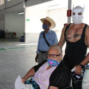 Luchadores acuden al Auditorio Benito Juarez en apoyo al proceso de Vacunación contra el covid-19